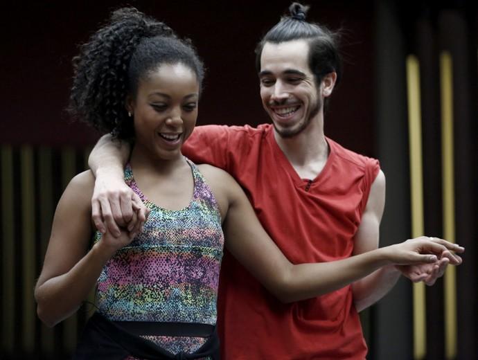 Cantora se diverte em primeiro treino do Baladão Dance  (Foto: Inácio Moraes/ Gshow)
