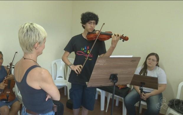 Projeto 'Música na Estrada' oferece oficinas, em Roraima (Foto: Roraima TV)