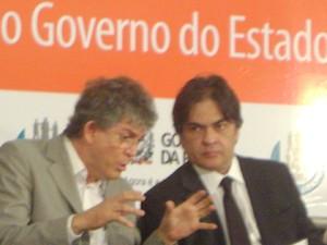 Conversa entre Ricardo Coutinho e Cássio Cunha Lima. (Foto: Taiguara Rangel/G1)