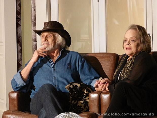 Eudóxia nem imagina o que o marido vai aprontar em São Paulo (Foto: Amor à Vida/TV Globo)