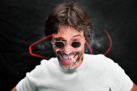 Marcos Winter em foto para divulgar a peça 'Monólogos da marijuana' (Foto: Divulgação)