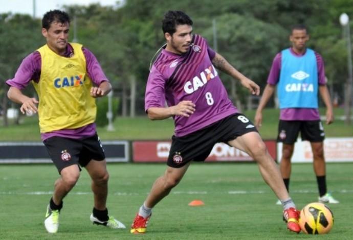 Paulinho Dias Zezinho Atlético-PR (Foto: Site oficial do Atlético-PR/Gustavo Oliveira)