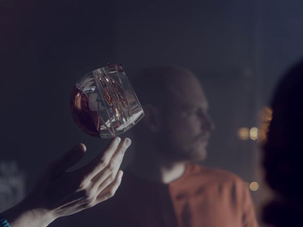 Ballantine's anuncia ter criado primeiro copo para beber whisky no espaço  (Foto: Divulgação)