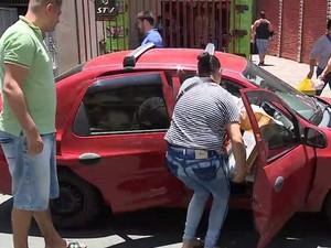 Família lotou carro com produtos adquiridos na Black Friday (Foto: Reprodução/RBS TV)