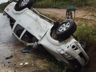 Mulher fica ferida em capotagem de caminhonete na BR-101, na Paraíba