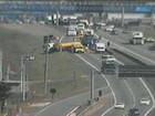 Acidente entre 2 carros e caminhão deixa quatro feridos Campinas, SP