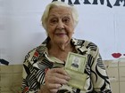 'Quem não vota é preguiçoso', diz eleitora de 97 anos (Naiara Arpini/ G1 ES)