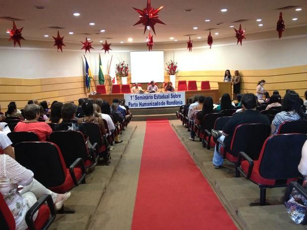 I Seminário sobre o Parto Humanizado de Rondônia reuniu enfermeiros, médicos, gestantes e acadêmicos (Foto: Gaia Quiquiô/G1)