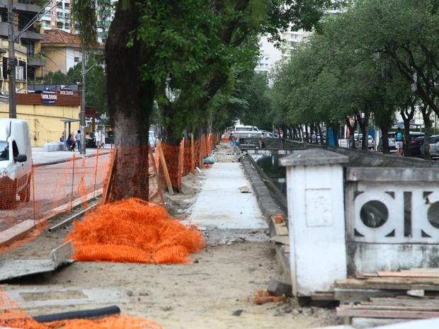 Reforma esta concretando 300 metros de pista da ciclovia do canal 4 (Foto: Divulgação/Prefeitura de Santos)