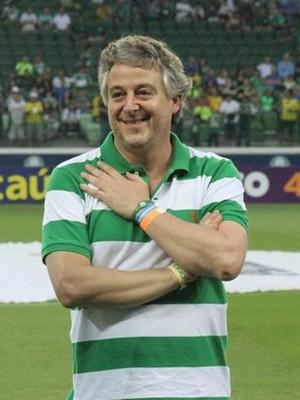 Rivaldo recebe homenagem do presidente do Palmeiras, Paulo Nobre (Foto: Geraldo Bertanha / Mogi Mirim)