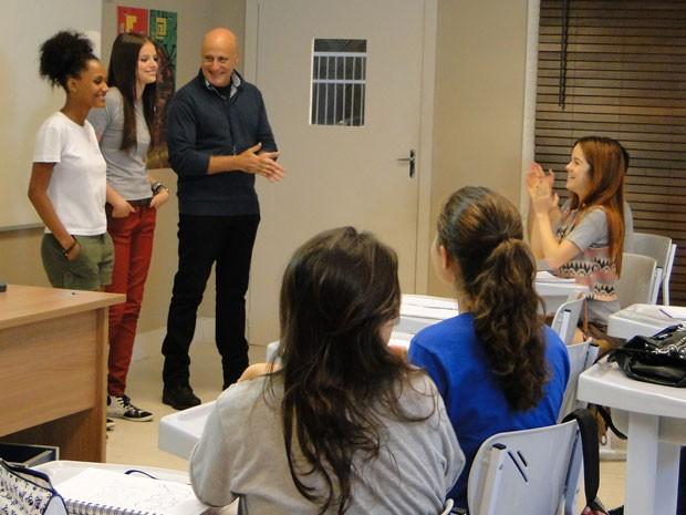 Ju e Rita anunciam nova chapa para eleição do grêmio (Foto: Malhação / Tv Globo)