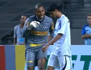 Jefferson (Botafogo) e Léo Rocha (Treze) (Foto: Reprodução (Sportv))