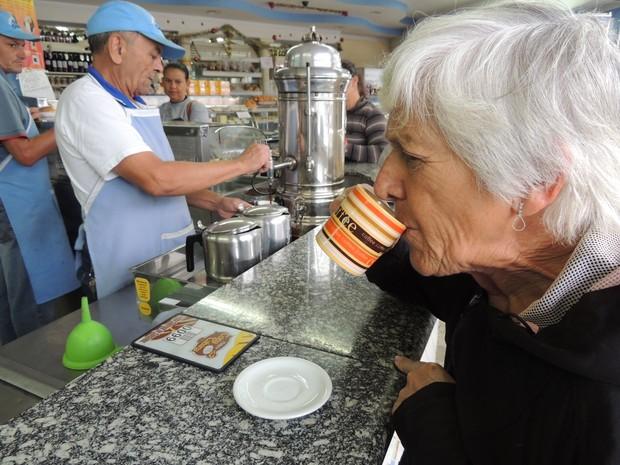 Moginaos não deixam de tomar café (Foto: Pedro Carlos Leite/G1)