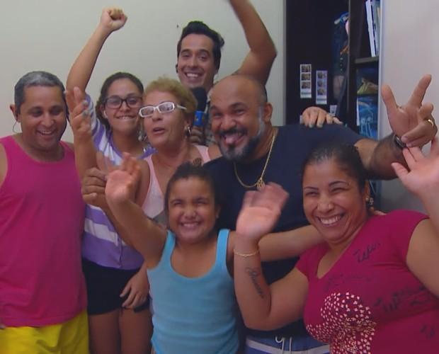 Família de Stephanie e Flávia ganha prêmios  (Foto: TV Globo)