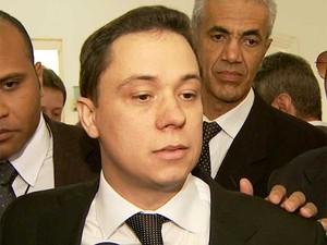 Edson Moura Júnior é diplomado em Cartório Eleitoral como prefeito de Paulínia (SP) (Foto: Reprodução EPTV)