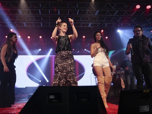 Simone e Simaria com Thaeme e Fernando em show em São Paulo (Foto: Rafael Cusato/ Brazil News)