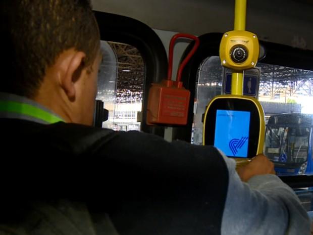 Câmeras serão posicionadas acima da catraca dos ônibus (Foto: Reprodução EPTV)