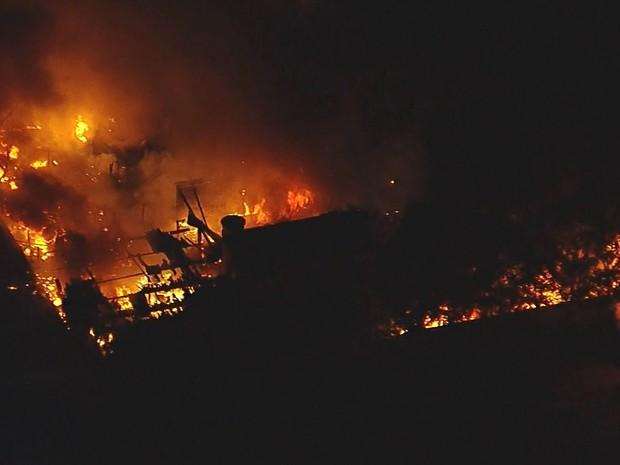 Incêndio atinge prédio de empresa em São Bernardo do Campo (Foto: Reprodução: TV Globo)