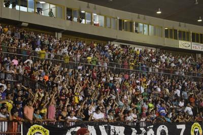 Torcida do Sete de Dourados no estádio Douradão (Foto: Adriano Moretto/Dourados News)