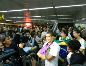 Daniel Dias aeroporto Cumbica (Foto: Renato Celestrino/ Globoesporte.com)