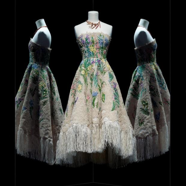 Essence d'herbier dress by Maria Grazia Chiuri for Christian Dior, haute couture spring-summer 2017 (Foto: Reprodução)
