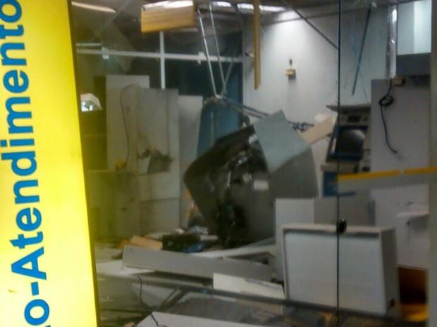 Explosão de caixa eletrônicos em Orocó, PE (Foto: Carlos Silvério/ Arquivo pessoal)