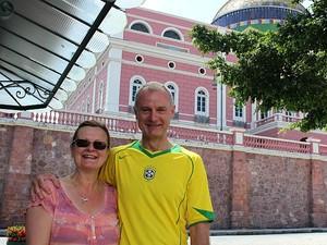 Casal de ingleses Deborah e Jeremy Horsfall conheceu Manaus  (Foto: Diego Toledano/G1 AM)