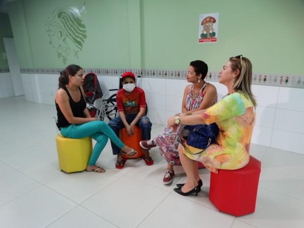 Marcilene, Harison, Brenda e Dayse conversam sobre a importância de doar (Foto: Joalline Nascimento/G1)