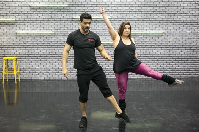 Mariana Xavier com o professor Léo Santos (Foto: Globo/Rafael Campos)