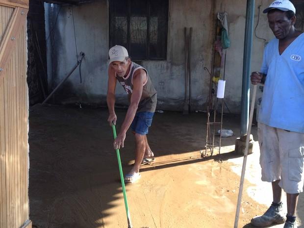 lama em campo grande, rio (Foto: Renata Soares/G1)
