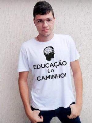 Estudante de Porto Ferreira lança camiseta para custear estudos no exterior (Foto: Hector Ferronato/Arquivo Pessoal)