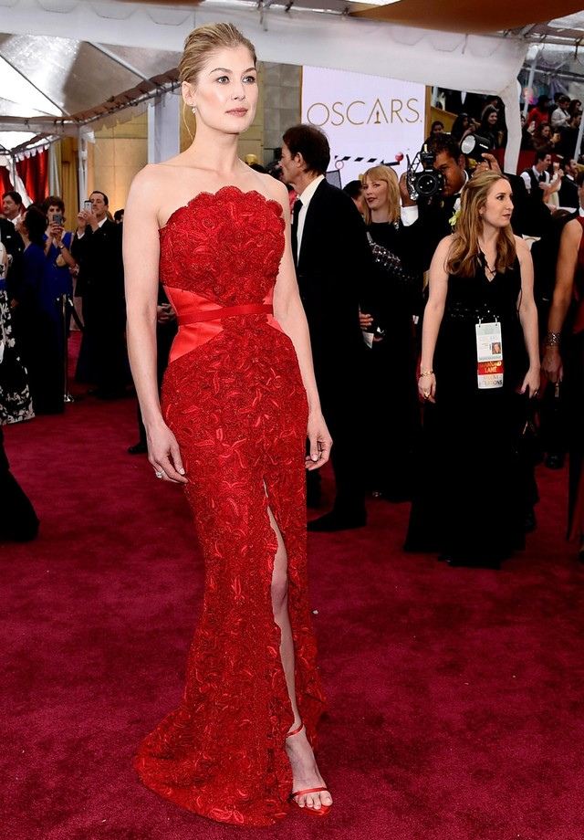 Rosamund Pike - Givenchy - 2015 (Foto: Getty Images)