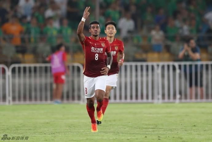 Paulinho, Beijing Guoan x Guangzhou Evergrande (Foto: Reprodução / sina.com)