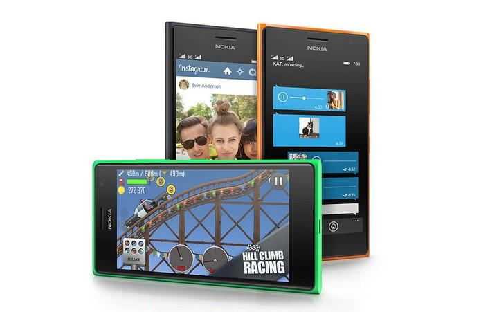 Lumia 730 tem bateria mais potente (Foto: Divulgação/Microsoft)
