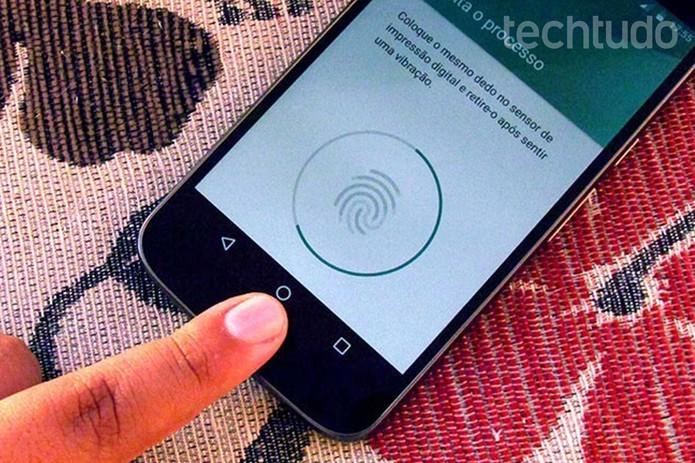 Cadastre suas digitais para desbloquear o Moto G 4 Plus (Foto: Paulo Alves/TechTudo)