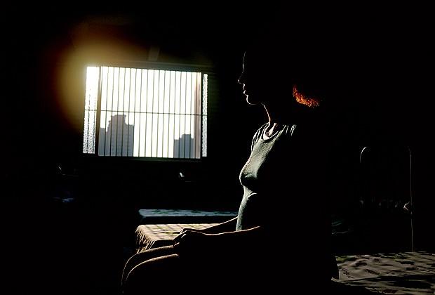 """""""Desde que me viciei em crack, transei com mais de mil homens. Nunca usei camisinha"""", Amanda (Foto: Christian Tragni)"""