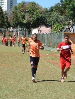 Jogadores treino físico União Mogi (Foto: Bruno Rocha)