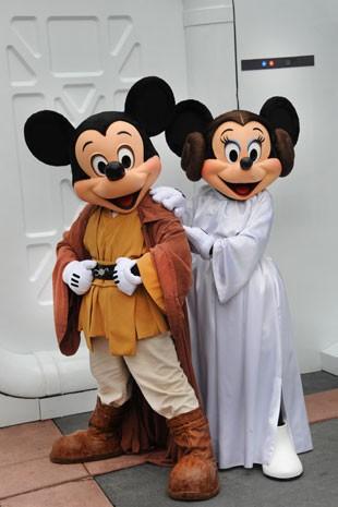 Mickey e Minnie vestidos de Jedi e Princesa Leia, da saga Star Wars (Foto: Divulgação/Disney)
