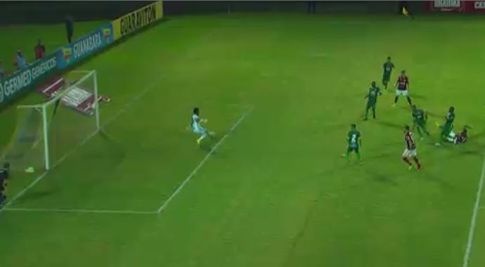 """Luciano, da Portuguesa-RJ, é o """"vilão"""" da rodada (Foto: Reprodução/SporTV)"""