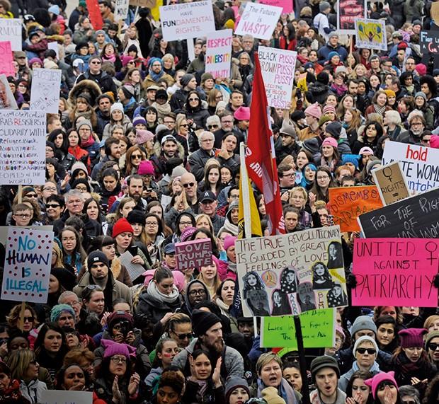 Os protestos contra  Donald Trump chegaram a outros países, como o Canadá (Foto:  )