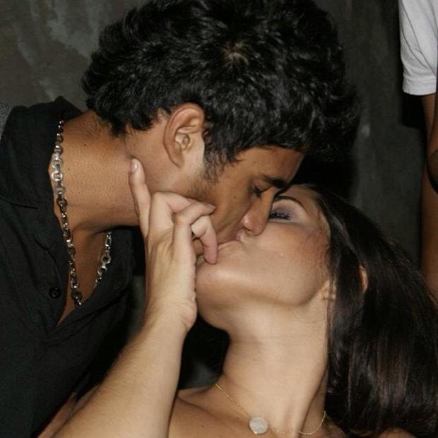 Perlla posta foto beijando o marido (Foto: Instagram / Reprodução)