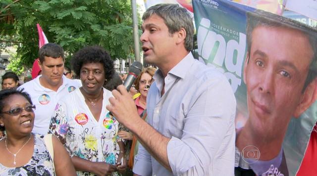 Lindberg Farias faz campanha no subúrbio do Rio