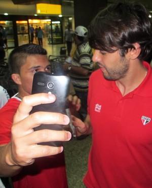Kaká desembarque São Paulo (Foto: Marcelo Prado)