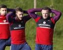 Com técnico interino, Rooney retoma  a braçadeira de capitão na Inglaterra