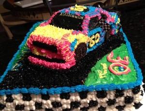 Bolo de aniversário Travis Pastrana Nascar (Foto: Reprodução Facebook)