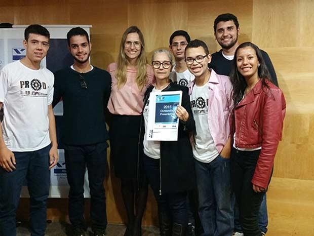 Uma equipe brasileira formada por seis estudantes e uma professora do Instituto Federal de Educação, Ciência e Tecnologia de Goiás (IFG-GO) levou o prêmio de melhor apresentação durante uma competição latino-americana de inovação, a I2P Latin America, realizada na Fundação Getúlio Vargas, em São Paulox, na última semana. (Foto: Divulgação/MEC)