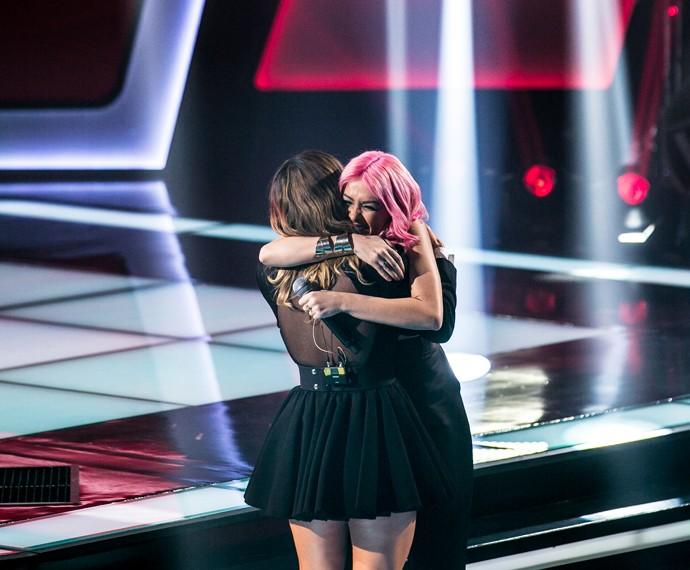 Nikki e Claudia Leitte se abraçam (Foto: Isabella Pinheiro/Gshow)