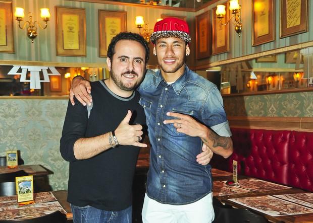 Neymar e Isaac Azar (Foto: João Passos / Divulgação)