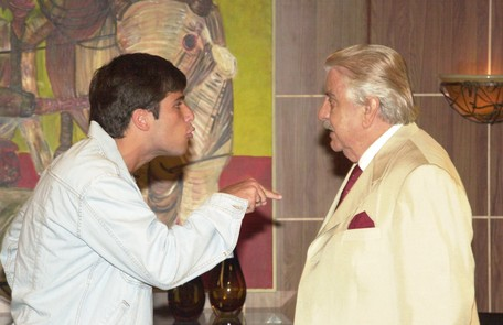 Bruno Gagliasso em cena de 'Celebridade' (2003), como Inácio, contracenando com Hugo Carvana Arquivo O Globo