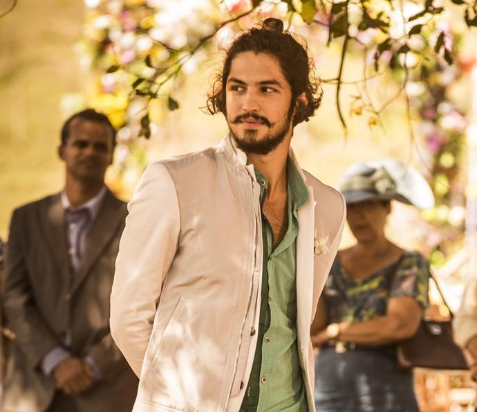 Miguel fica feliz ao ver Iolanda em seu casamento (Foto: Inácio Moraes/ Gshow)